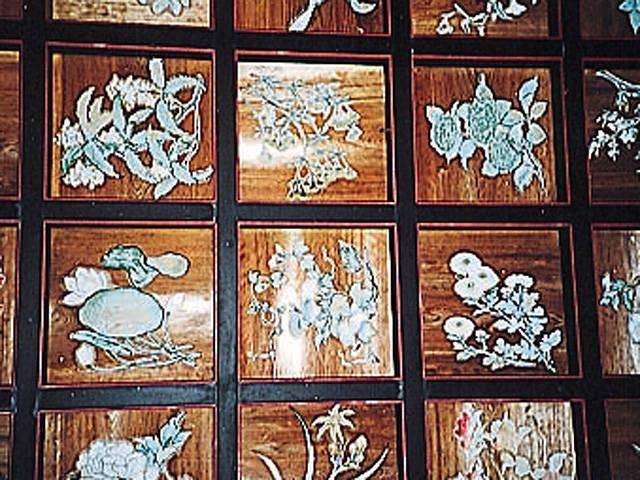 平岡八幡宮の花の天井