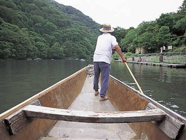 嵐山の舟あそび