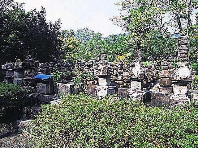 野長瀬一族の墓