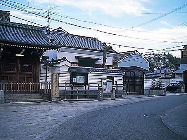 浄念寺前の桝形道路