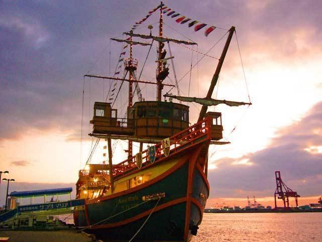 大阪港帆船型観光船 サンタマリア