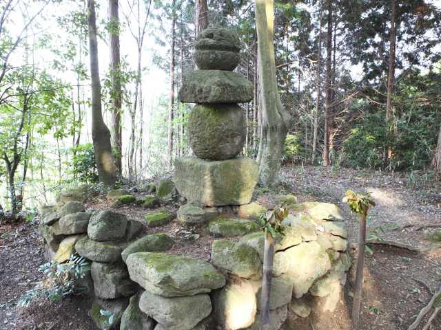 伝・山部赤人の墓