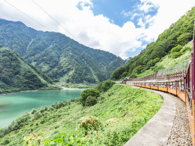 黒部峡谷トロッコ電車(黒部峡谷鉄道)
