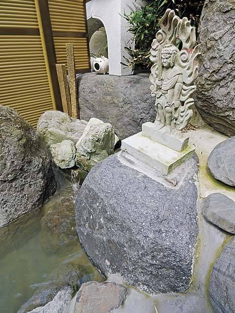 大岩不動の湯
