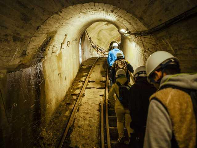 トロッコ電車と関電竪坑エレベーターで行く黒部峡谷パノラマ展望ツアー!