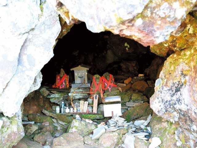 玉殿の岩屋