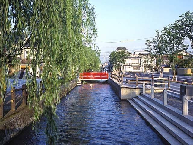 高瀬川沿いの古い町並み