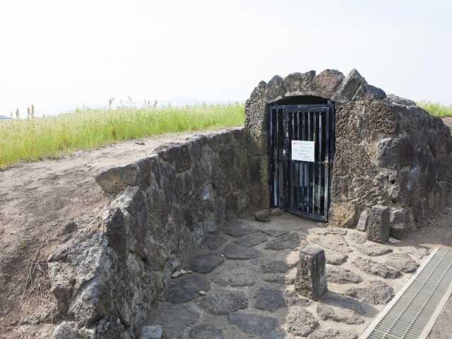 大根島の第二熔岩隧道(竜渓洞)
