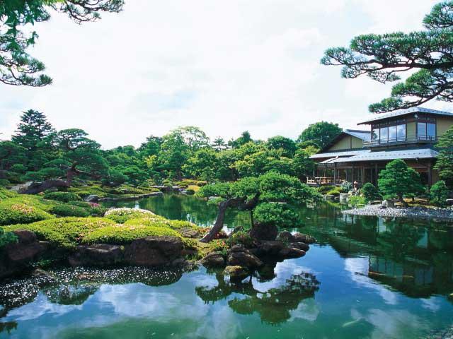 日本庭園由志園