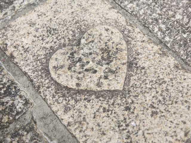 ハートの石畳
