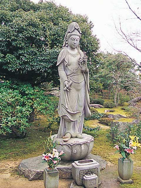 牡丹観音菩薩像