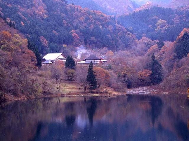 東京都立 奥多摩湖畔公園 山のふるさと村