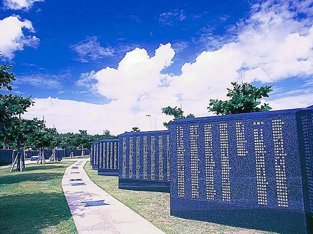平和の礎(平和祈念公園内)