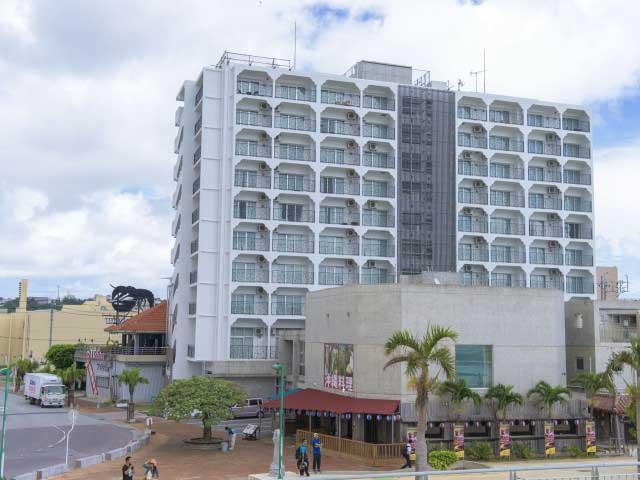 北谷ビーチサイドコンドミニアムホテル モンパ