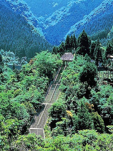 日本一の石段(釈迦院御坂遊歩道)