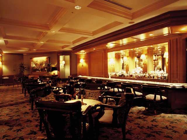 横浜ロイヤルパークホテル 2F メインバー「ロイヤルアスコット」