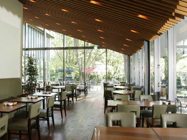 箱根ラリック美術館 CAFE RESTAURANT LYS