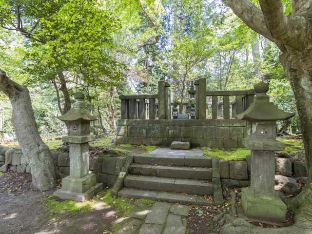 日野俊基卿の墓