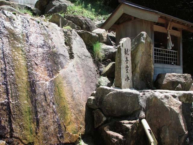 三方石観世音の観音霊水