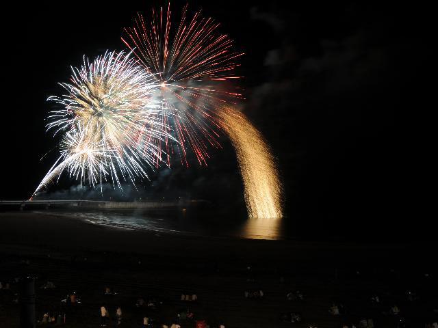 日本海洋上花火大会