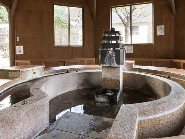 ゆずりは飲泉所・ゆずりは杜の足湯