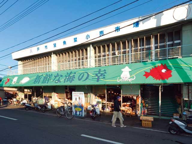 陸奥湊駅前朝市
