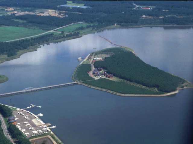 十三湖中の島ブリッジパーク(キャンプ場)
