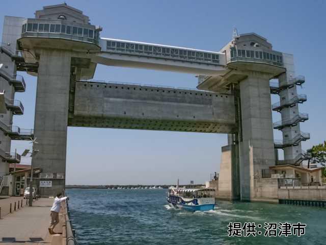 沼津港大型展望水門びゅうお