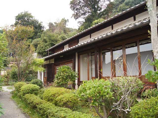 紙聖吉井源太翁の生家
