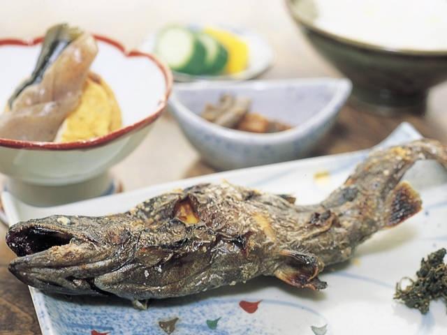 水上の川魚料理
