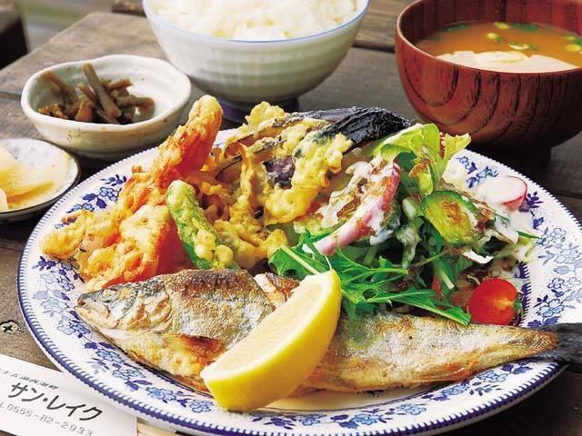 富士五湖の湖魚料理