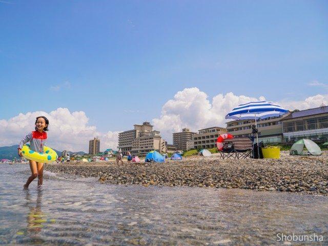 温泉から水着で 瀬波温泉海水浴場(新潟県)