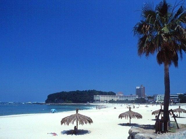 水着で露天風呂へ 白良浜海水浴場(和歌山県)