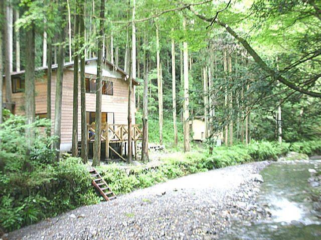 【デイキャンプでバーベキュー】秋川渓谷の秘境にある「ロッヂ神戸岩」